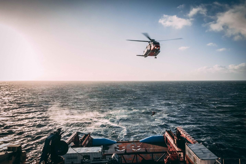 サメの餌食」作戦 – 捜索救難機能のフィールド試験成功 - GNSS